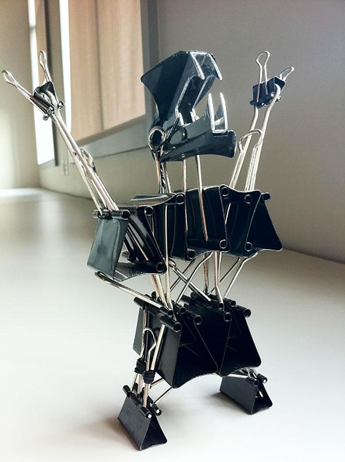 робот из зажимов