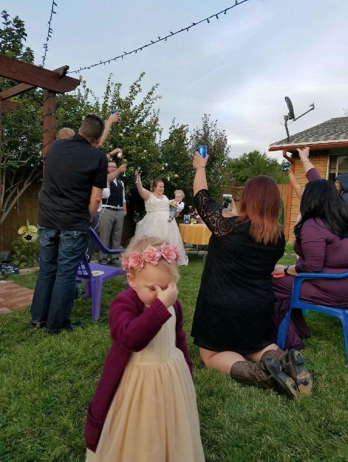 девочке не понравилась свадьба
