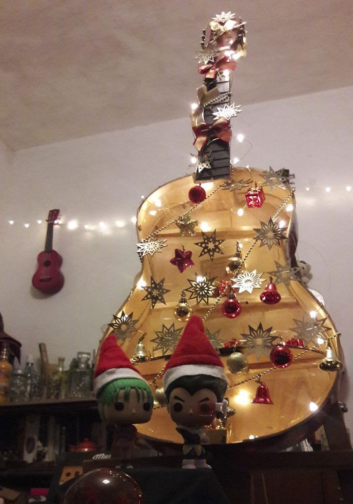 елка из гитары