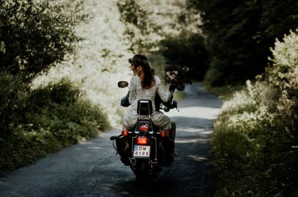 фото свадьбы на мотоцикле