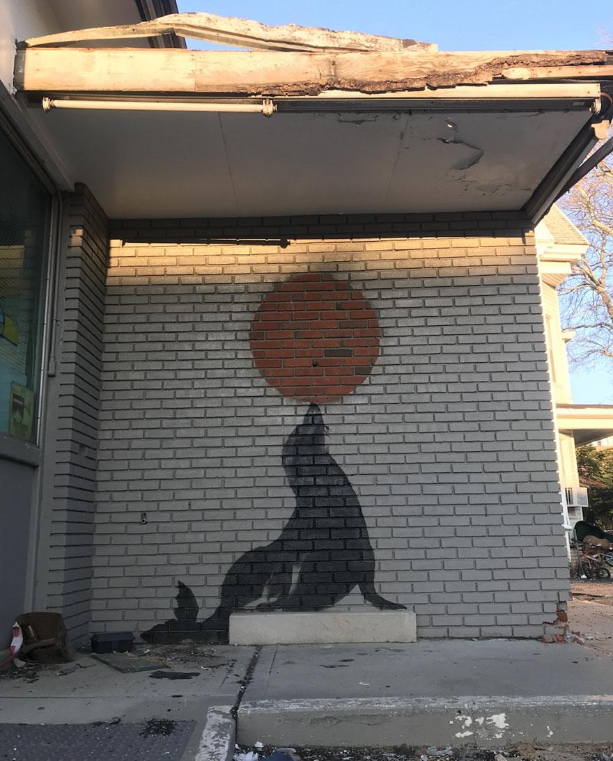граффити тюленя и шара