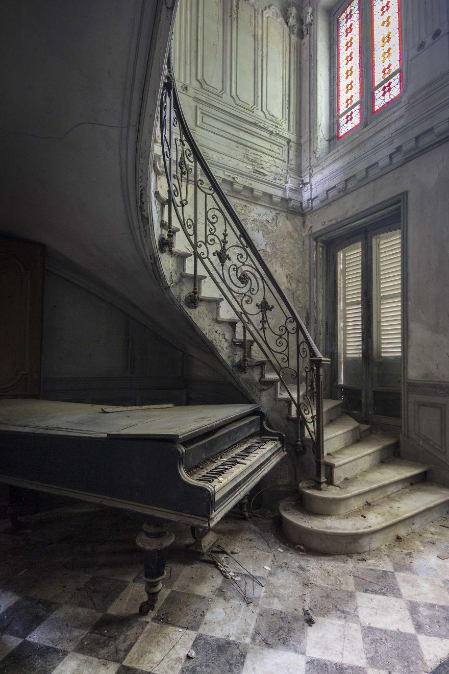 заброшенное пианино