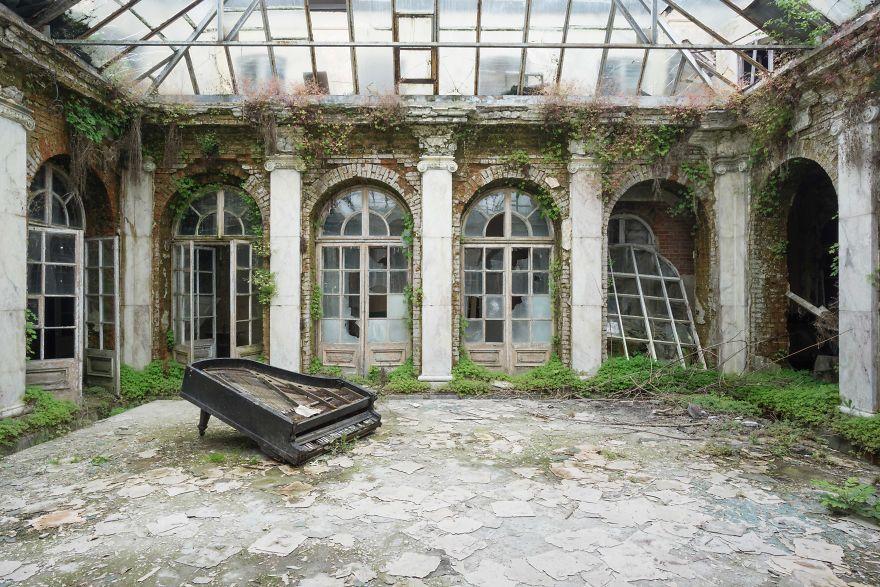 фото заброшенного фортепиано