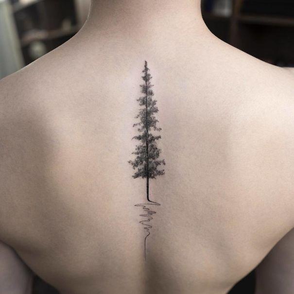 необычное женское тату