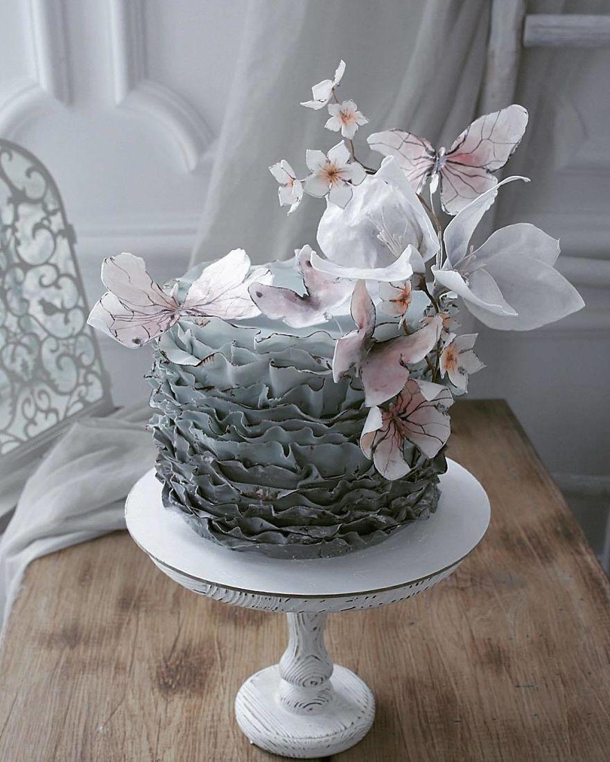 торт украшенный бабочками