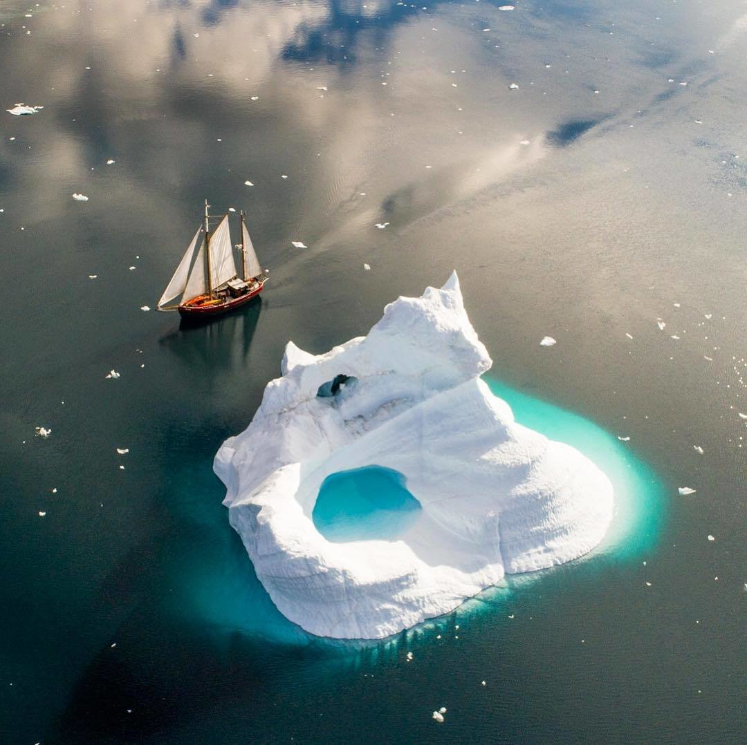 парусник и льдина