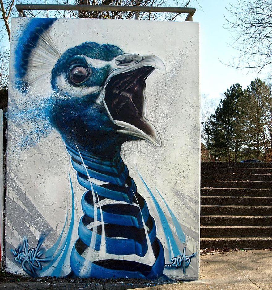павлин граффити на стене
