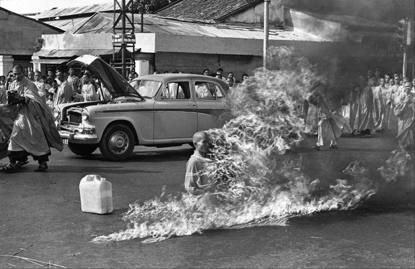 горящий монах фото