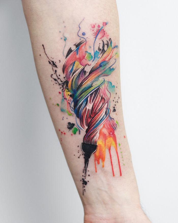 цветная женская татуировка