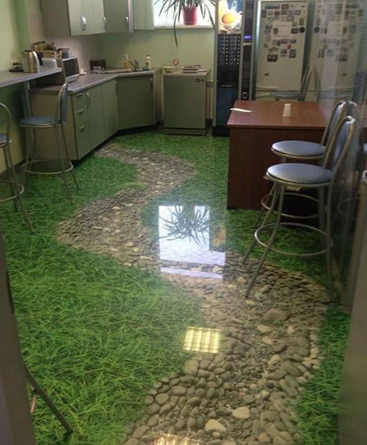 необычная кухня в офисе