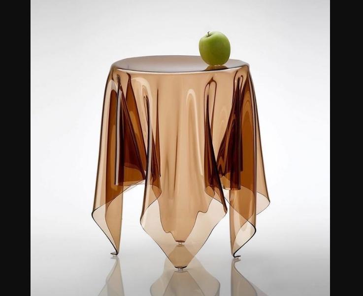 интересный стеклянный стол