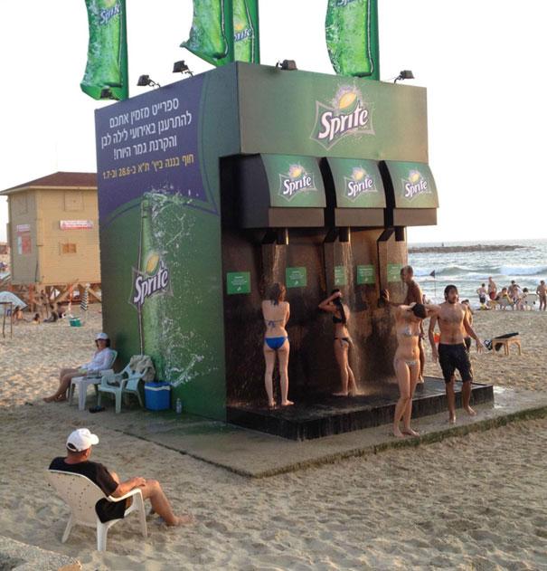 креативная реклама на пляже