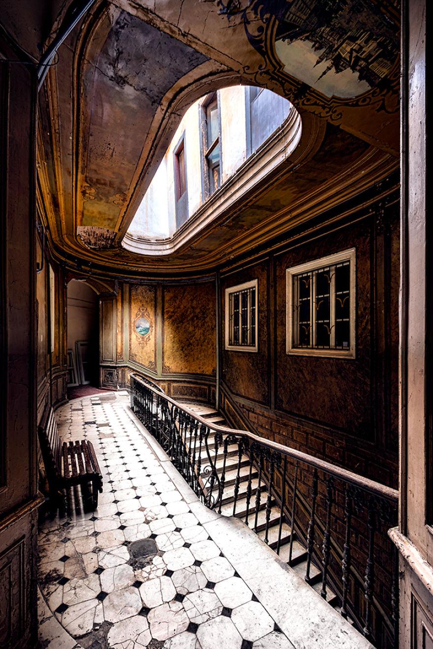 лестница в отеле лондон тбилиси
