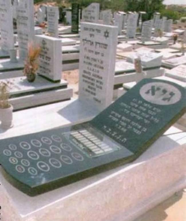 надгробие в виде телефона
