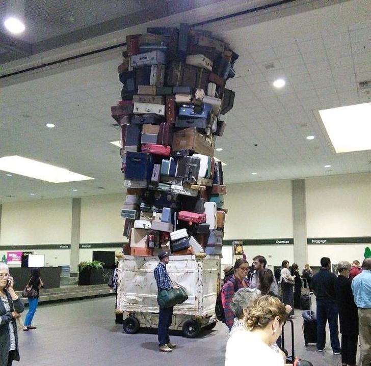 мастерство укладки чемоданов