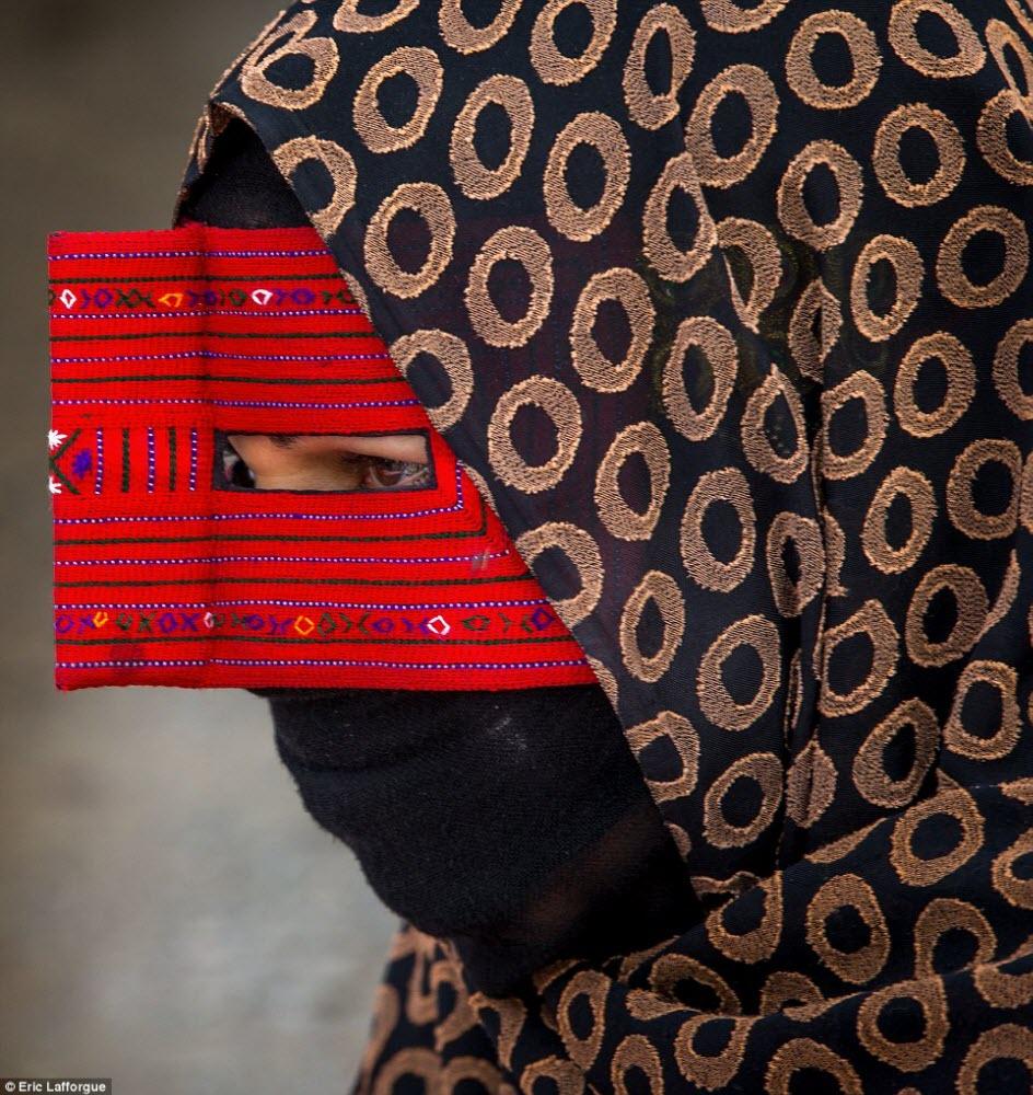 маски иранских девушек