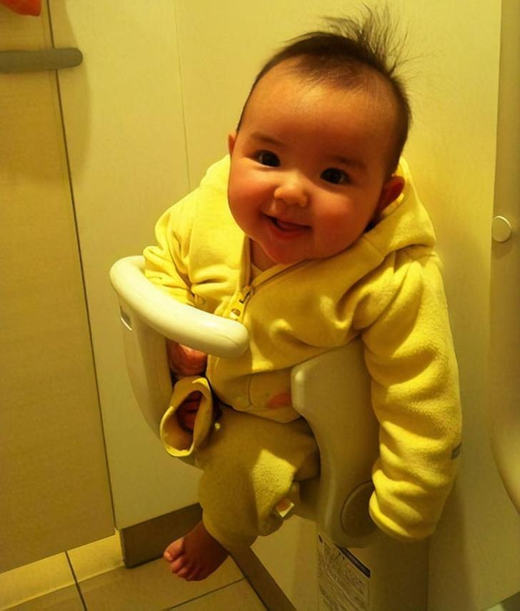 детское сиденье в ванной
