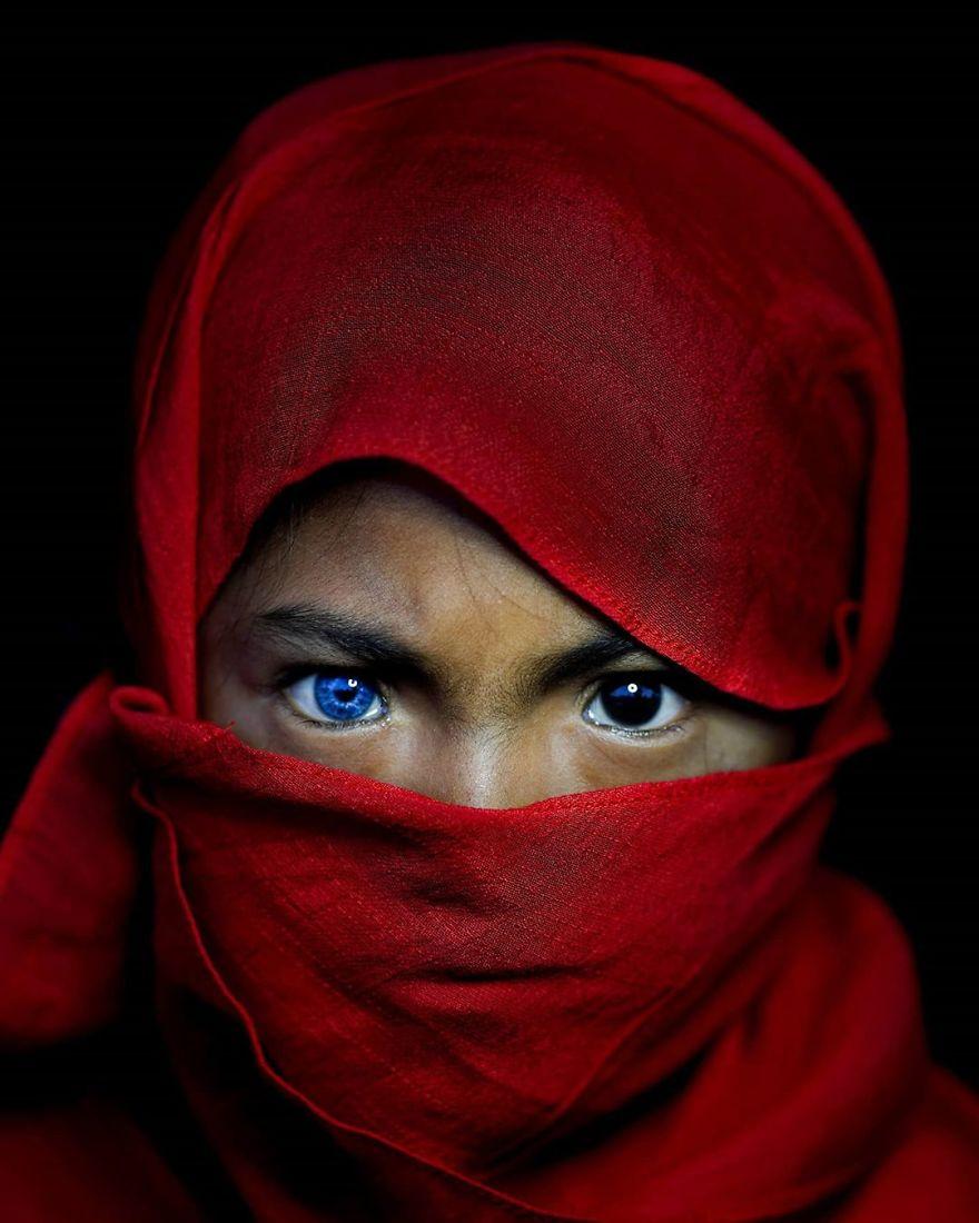 девушка с глазами Свободных из Дюны