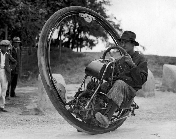 интересная старая техника - одноколесный мотоцикл