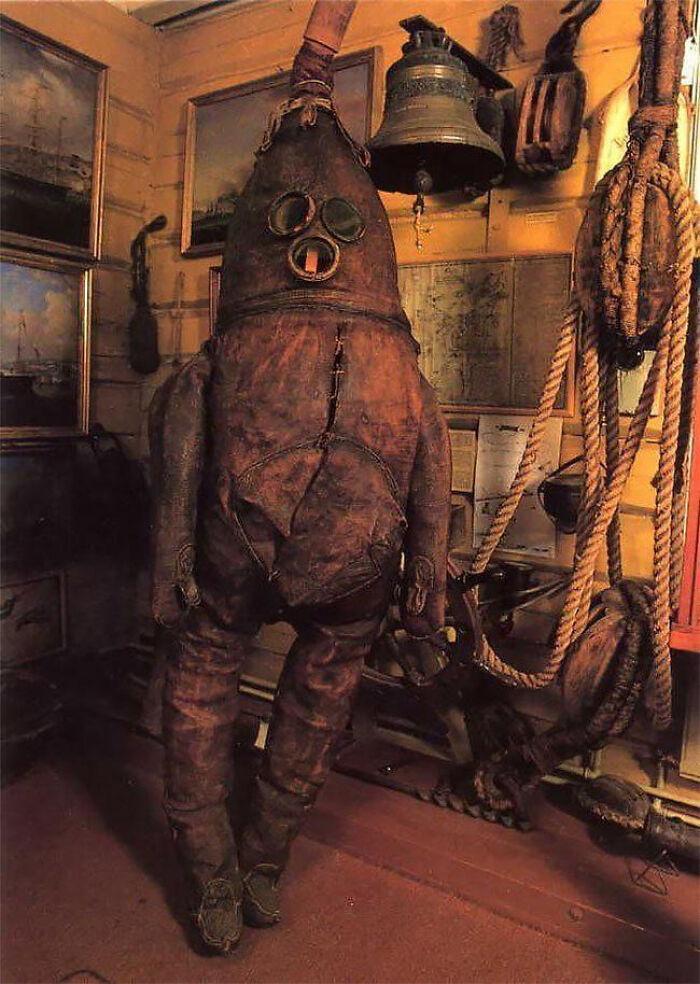 самый старый водолазный костюм