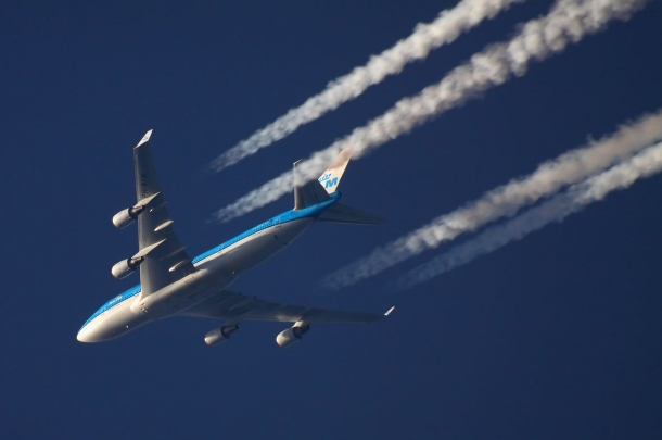 Почему самолеты летают на большой высоте